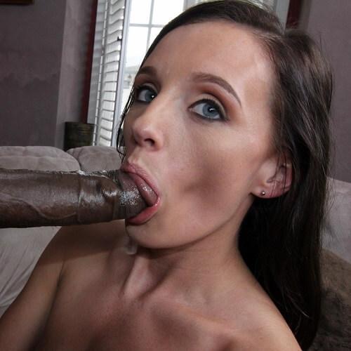 Danika Mori BJ bebendo leitinho do pirocudo no boquete profissional