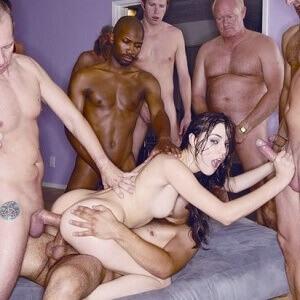 Sasha Grey no gangbang violento deixando o cuzinho arregaçado